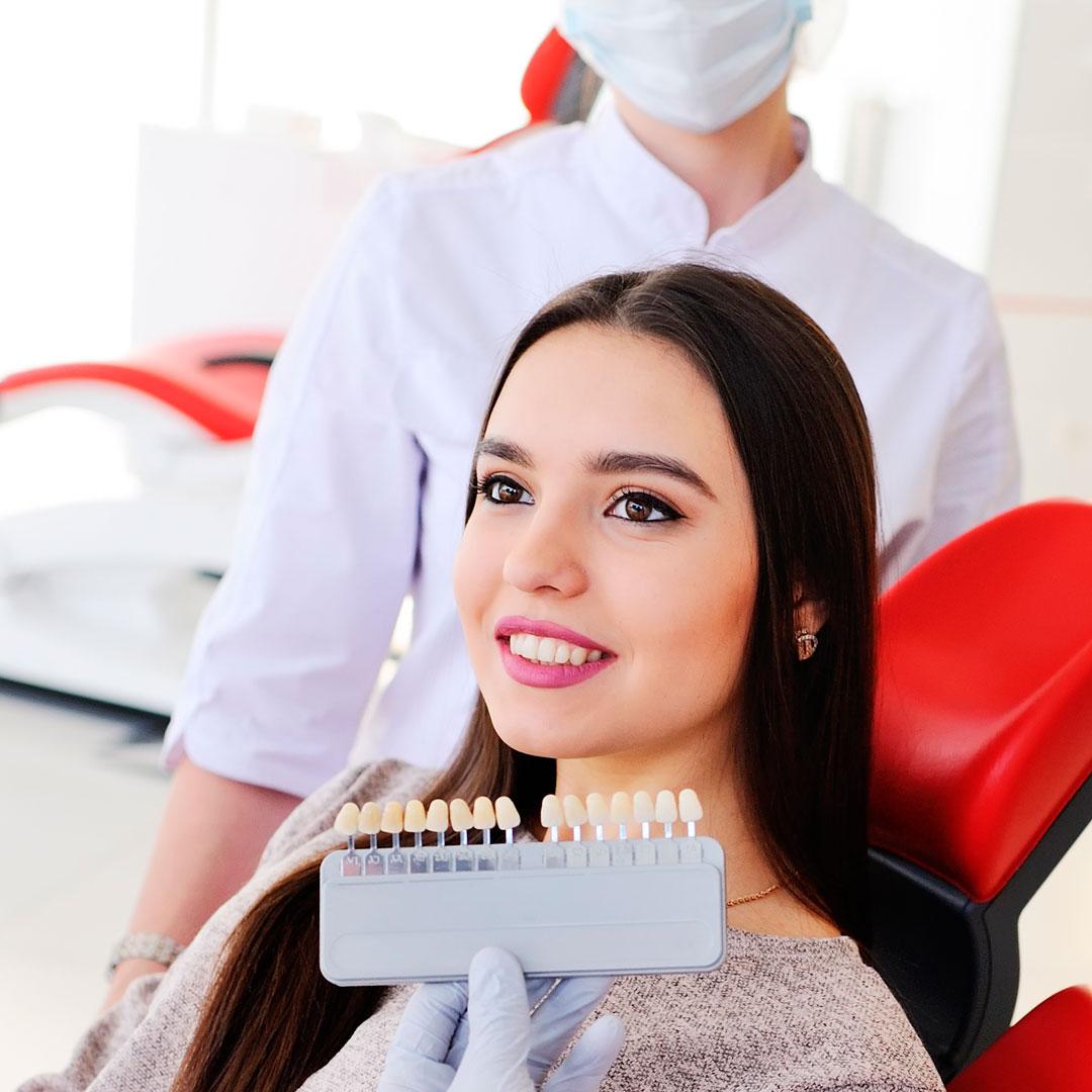 Новогодняя скидка -20% на комплексное отбеливание зубов