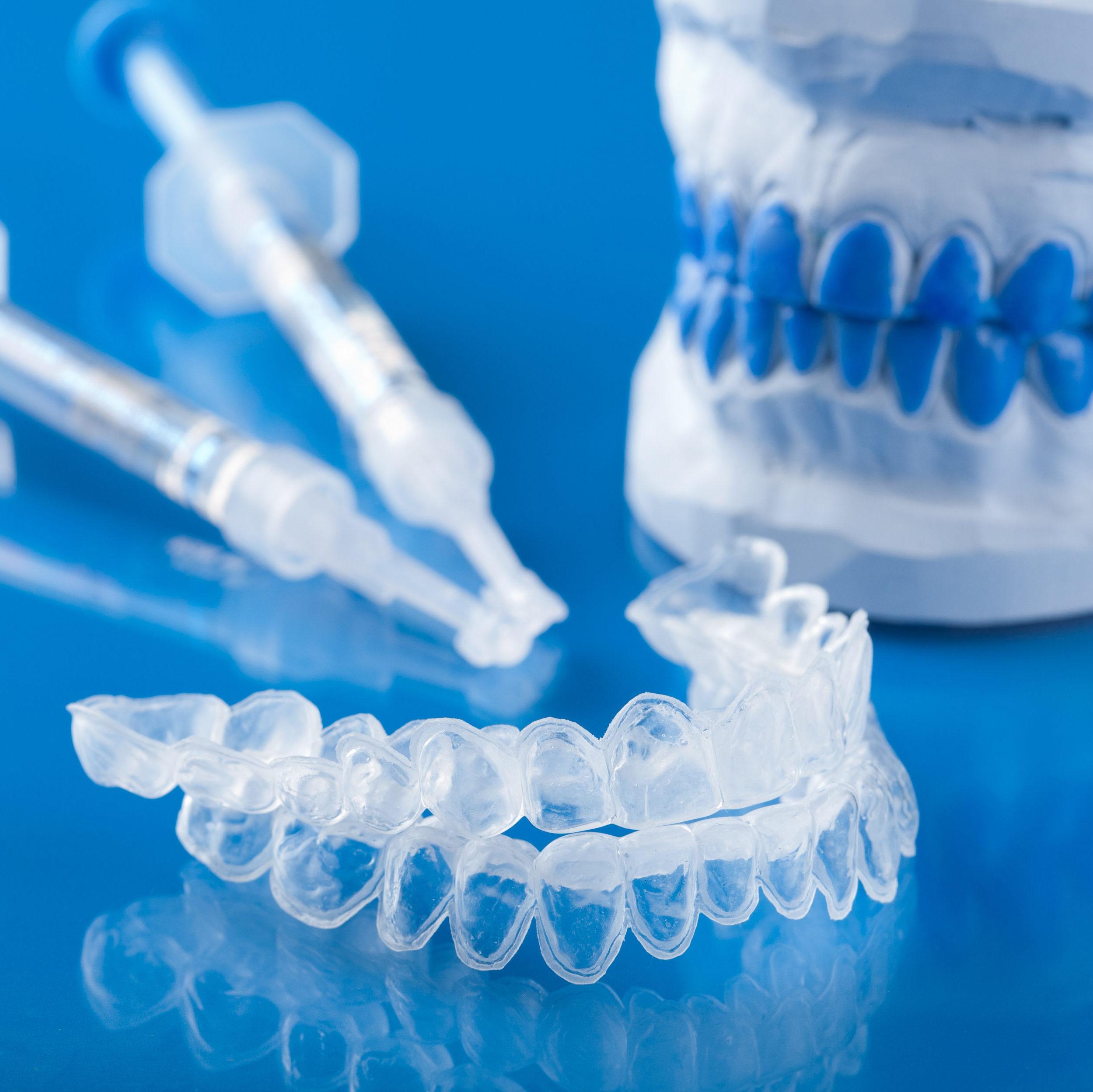 Выравнивание зубов спомощью невидимых помощников – элайнеров!